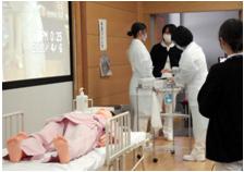 人形を用いたおむつ交換時の感染対策実習